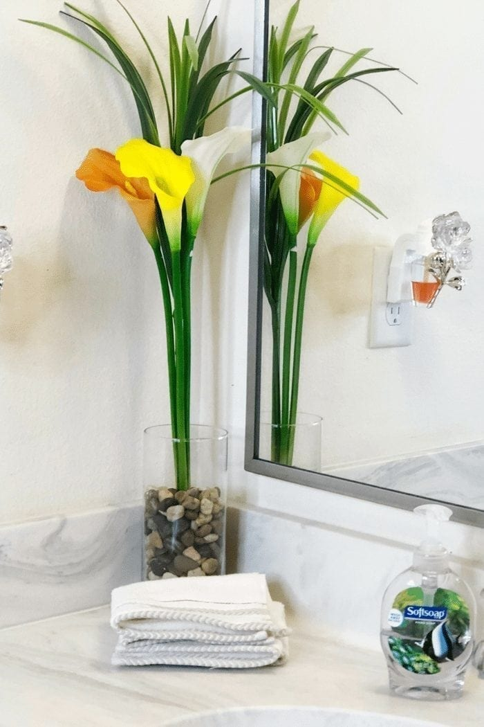 6 Items to Brighten Your Bathroom