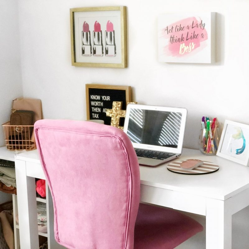 Beauty and Office Space in a Small Apartment
